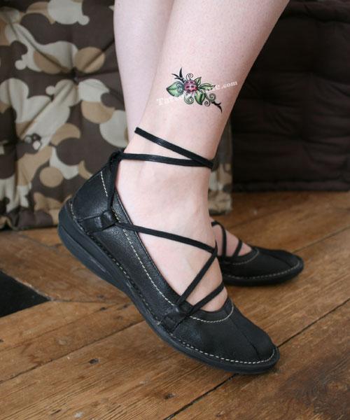 petite tatuaje. tatouage petite coccinelle. Tatuajes=-: tatouage coccinelle tribal